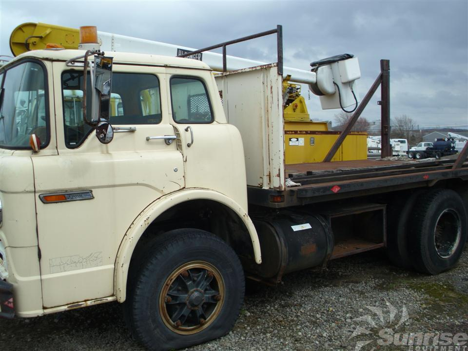 Ford With 14 Flat Bed With Lift Gate 1649