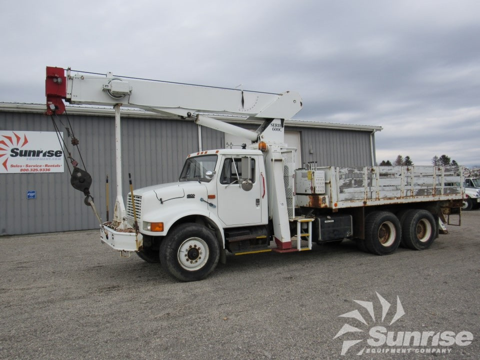 17 ton National 600C Crane on a 1996 International 4900 4x2