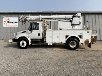 45′ ALTEC DM45TR ON A 2004 INTERNATIONAL 4400 4×2